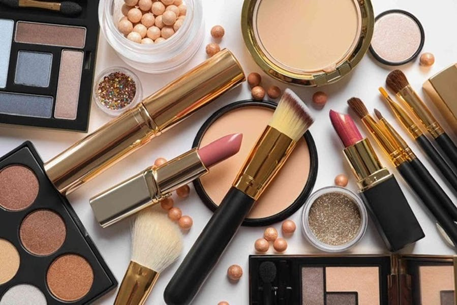 Is there a visible difference between wearing high-end makeup and low-end makeup?