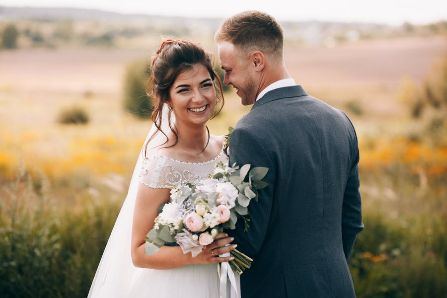 Should married women take their husbands' last names?