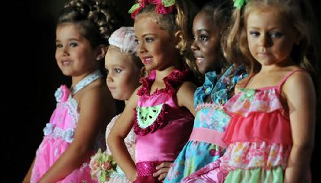 Should child beauty pageants be banned?